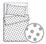 Babyman Set di biancheria da letto per bambino, composto da 2 pezzi: copripiumino e federa copricuscino per lettino, motivo: grandi stelle grigie su sfondo bianco