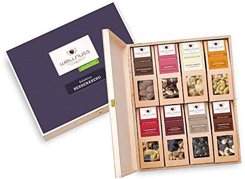 WELLNUSS Geschenk für Männer - 8 Premium Nuss- und Schokoladen-Snacks | Geschenkbox aus Birkenholz und Schmuckverpackung | Kreative Geschenkidee für den Vater & Schwiegervater zum Vatertag - Herren Schokolade