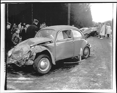 vintage-photo-of-both-cars-were-battered-in-a-crash-on-the-very-slippery-nationwide-fifth-grade-at-g
