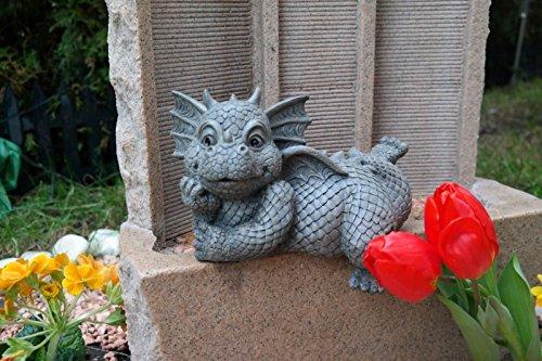 Figure de jardin Dragon assis sur le bord regarde à gauche décoration