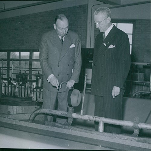vintage-photo-of-director-einar-flygt-demonstrates-a-manufacturing-detail-at-the-ostrand-sulphate-fa
