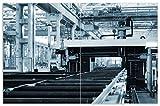 Wallario Herdabdeckplatte/Spritzschutz aus Glas, 2-teilig, 80x52cm, für Ceran- und Induktionsherde, Motiv Fließband in Einer modernen Fabrik Halle mit Maschinen und Gitterdach