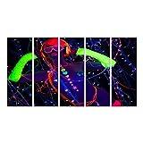 Bild Bilder auf Leinwand fantastisches Video von Einer sexy Cyber-Raver-Frau, gefilmt in fluoreszierender Kleidung unter UV-Schwarzlicht. Wandbild, Poster, Leinwandbild QST
