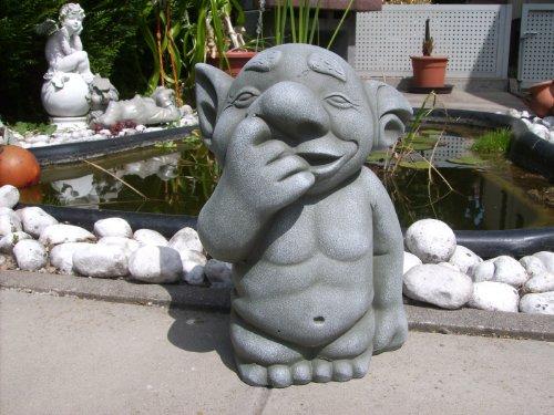 troll-heinz-tiene-el-dedo-en-la-nariz-una-alegria-en-cualquier-jardin-patio-delantero-balcon
