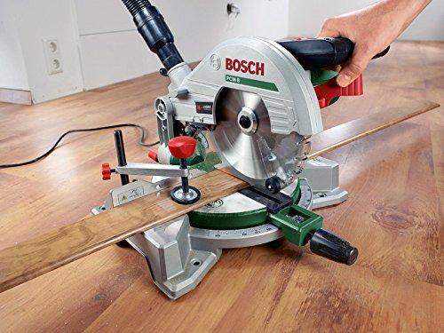 Bosch Kappsäge und Gehrungssäge PCM 8 (Arbeitsklemme, Kreissägeblatt Optiline Wood, Staubbeutel, Karton, 1.200 Watt) - 2