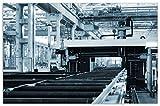 Wallario Herdabdeckplatte/Spritzschutz aus Glas, 1-teilig, 80x52cm, für Ceran- und Induktionsherde, Motiv Fließband in Einer modernen Fabrik Halle mit Maschinen und Gitterdach