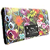 Mostra il tuo amore per Alice In Wonderland con questo portafoglio unico! Sostituire il vostro vecchio raccoglitore o acquistare il regalo perfetto per ogni fan Alice In Wonderland! Il design della borsa è bi-fold e include un'area per le not...