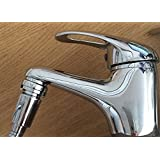 Adaptateur pour tuyau de douche et aérateur de robinet tout-en-un. Poussez simplement le tuyau de douche dans l'embout adapté, plus de boutons en plastique sur le tuyau. Inclus : 1 connecteur pour tuyau de douche (à visser dans le tuay de douche et à glisser dans l'aérateur de robinet) blanc et 1 aérateur de robinet avec embout spécial. Non inclus : tuyau et pommeau de douche.