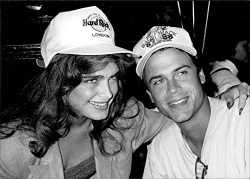 vintage-photo-de-brooke-shields-gauche-et-rob-lowe-a-londres-de-hard-rock-cafe