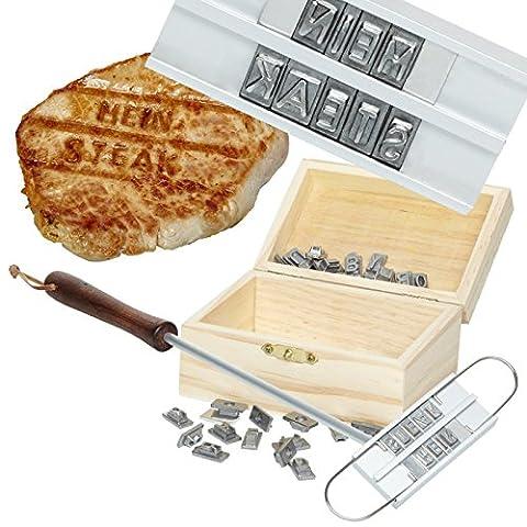 Geschenke 24: Witziges Grill-Brandeisen mit 60 Wechselbuchstaben originelles Grillbrenneisen Grillbesteck Grillzubehör Partyzubehör lustiges Grillgeschenk