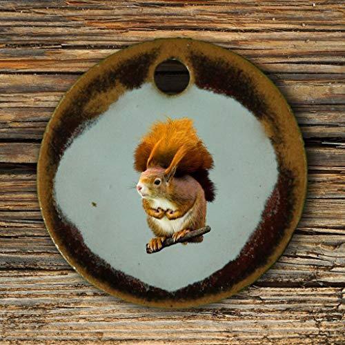 Echtes Kunsthandwerk: Hübscher Keramik Anhänger mit einem Eichhörnchen; Tiere, Wald, Nagetier -