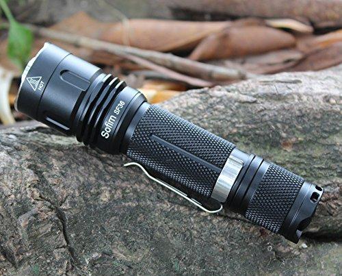 LED-taschenlampe Sofirn SF36 Hochleistungs Taschenlampe mit 1100 Lumen Outdoor kompakte SuperHell Cree LED V6 Handlampe IPX8 Wasserfest 5 Modi Inklusive 18650 Li-Ion Akku und USB Ladegerät