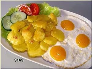 CT-factice les pommes de terre frites avec œuf au plat faux food