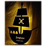 Schlummerlicht24 Lamparilla de noche Un barco pirata con nombre desiderativo, Lámpara LED para el cuarto de los niños o bebés, reagalo ideal para el bautismo o el nacimiento, hecho a mano