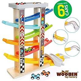 The Wooden Toy Factory – Mega Pista per Macchinine Click Clack in Legno Set con 6 Macchine – Include Area Parcheggio – Senza Montaggio – Sicuro e Ecologico – Idea Regalo per Bambini e Bambine