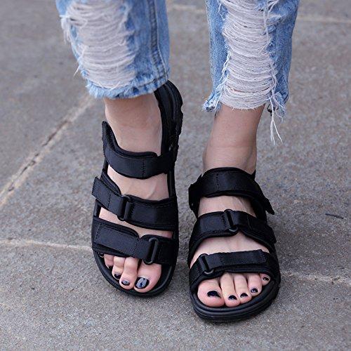 les chaussures de plage, les amoureux des sandales, l'europe et les États - unis, rome, la taille, les hommes et les femmes. Black