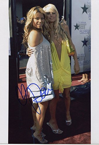 paris-hilton-signed-in-yellow-dress-color-8x10-photo-with-coa
