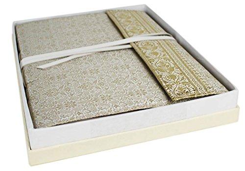 Handgefertigtes Fotoalbum aus Sariseide weiß/gold, klassische Seiten (26cm x 33cm) -