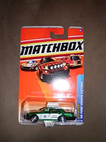 2010 MATCHBOX CITY ACTION #68 GREEN '06 FORD CROWN VICTORIA TAXI