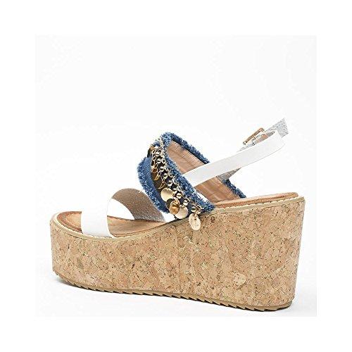 Ideal Shoes Sandales Compensées BI-Matière Décorées avec des Médaillons Maca Blanc