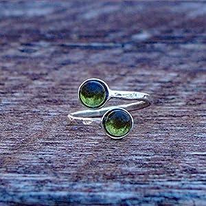 Bottled Up Designs Recycelte frühen 1900er Jahren Olive Weinflasche Sterling Silber Bypass Ring gehämmert