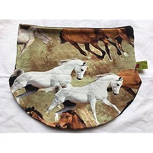 Halssocke mit Pferden, auch gefüttert