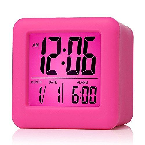 Plumeet digitaler Reisewecker, einfach einzustellen, mit Schlummermodus, weichem Nachtlicht, großem Zeit-, Monats-, Datums- und Alarm-Display, ansteigendem Soundalarm Handgerät-Größe (Rosa)