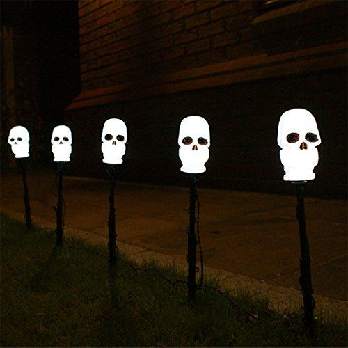 strombetriebenes Set von 5 Außen Halloween Totenkopf Steck Leuchten, LEDs weiß, von Festive (Halloween Transformatoren)