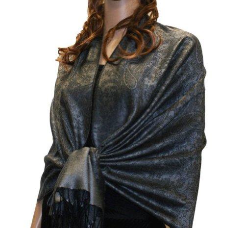 Fabuleux, très grand et doux foulard en viscose à motif Paisley. Produit offert par NYFASHION101. Cendre profonde foncée 75