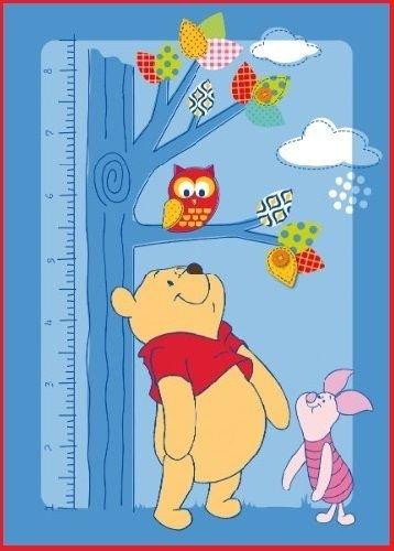 Winnie the Pooh mit Ferkelchen Ferkel Eule Owl Baum und Meterstab Messlatte Teppich Kinderteppich Kinder Teppich Spielteppich Winnie the Puuh 95 x 133 cm ein muss für jeden Fan und darf in keinem Kinderzimmer fehlen -