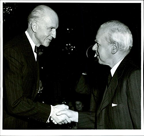 vintage-photo-of-enoyen-zenon-przybyszewski-westrup-hands-over-a-plaque-to-the-file-dr-anders-osterl
