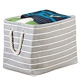 mDesign Aufbewahrungsbox mit Griffen groß – Wäschebox für Ordnung im Schlafzimmer – Stoffkiste für Kleidung, Decken, Kopfkissen – grau/creme