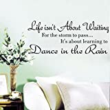 wandaufkleber wandtattoos Ronamick Life Isn't About Waiting Wandaufkleber Zitat Tanzen im Regen Wandtattoo Worte (Schwarz)