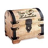 Holztruhe (Holzkiste) als Schatztruhe – mit Gravur zur Hochzeit - Unser Hochzeitsschatz - Schmuckkästchen, Aufbewahrungsbox, Bauernkasse oder Spardose - helles Holz- 14 cm x 11 cm x 13 cm