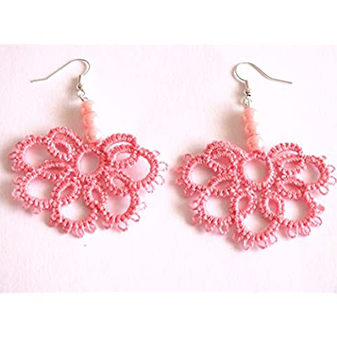 Pendientes frivolité rosa con perlas.