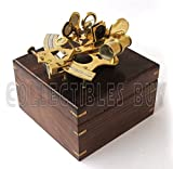 Sextante náutico estilo retro de latón brillante en caja clásica de madera de color marrón