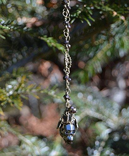 collier-tete-de-mort-bronze-cristal-swarovski-or-ancien-un-chocolat-macabre-pendentif-extra-longs-te
