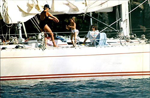 vintage-photo-of-princess-diana-on-a-yacht-in-st-barts-with-her-friend-catherine-soames