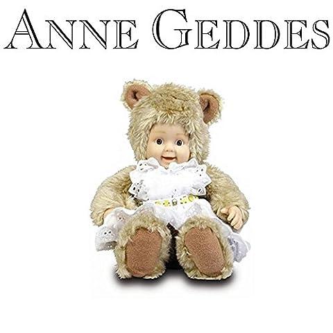 Anne Geddes Bébé - Anne Geddes Baby Bear with White Pinafore