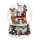 Dekohelden24 XXL Schneekugel, Santa mit Lustigem Elch, mit Spielwerk, Melodie: Rudolph The red-Nosed Reindeer, Maße L/B / H: 15 x 15 x 20 cm Kugel Ø 15 cm.