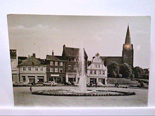 AK Eberswalde/Finow, Platz der Freundschaft, Brunnen, Personen, Geschäfte, alte PKW, Echt Foto, Ungelaufen.