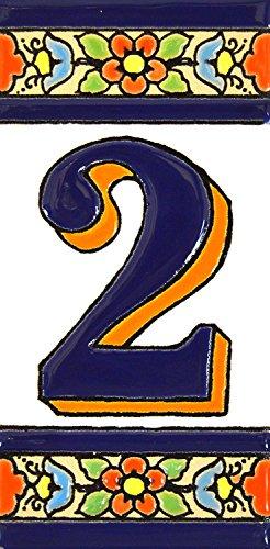 Écriteaux avec numéros et lettres. Carreaux de céramique polychromée, peints à la main dans technique corde sèche (cuerda seca) pour plaques avec numéros, noms, directions et signalisation. Texte personnalisable. Dessin FLORES MEDIANO 10,9 cm x 5,4 cm. (N