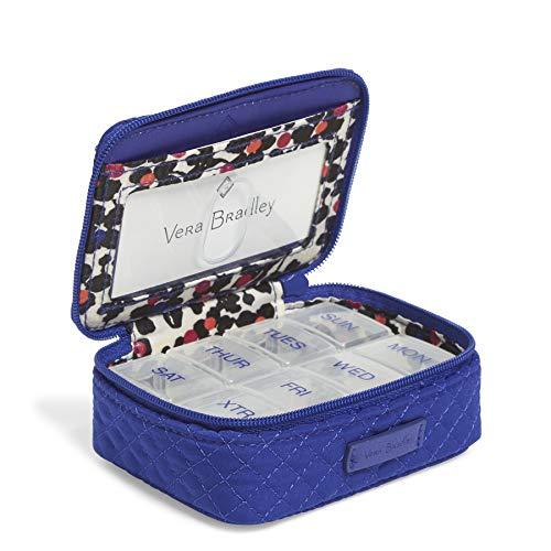 Vera Bradley Damen Travel Pill Case, Microfiber Iconic Tablettenbehälter für Reisen, Mikrofaser, Gage Blue, Einheitsgröße (Fisch öl Ergänzungen)