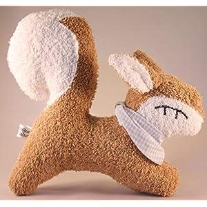 Das zauberhafte Eichhörnchen Elli aus weichem Frottee, mit Rassel, Spieluhr und Namensbestickung auf dem Halstuch