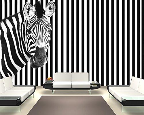Selbstklebende Fototapete - Zebra vor Einem gestreiften Hintergrund - schwarz Weiss - 155x100 cm - Wandtapete – Poster – Dekoration – Wandbild – Wandposter - Bild – Wandbilder - Wanddeko