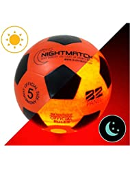 Ballon de Football Lumineux NightMatch, pompe à ballons et batteries de rechange incluse - Illuminé de l'intérieur par deux LED lorsqu'on le frappe - Lumière de nuit ballon - Taille 5 - Taille et poids officiels - Qualité supérieure - orange / noir - Jouet sportif, ballon de football qui brille dans le noir
