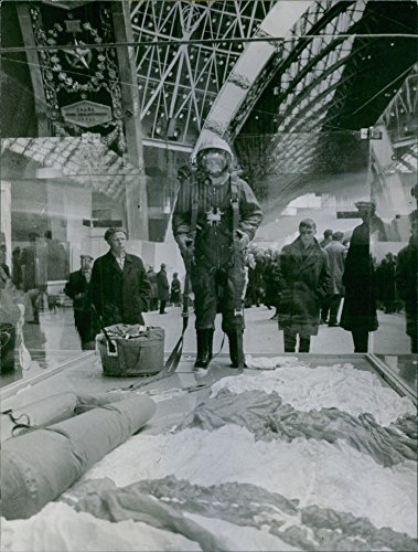 vintage-photo-of-people-standing-and-looking-statue-of-a-soldier-inside-the-showcase-in-the-museum19