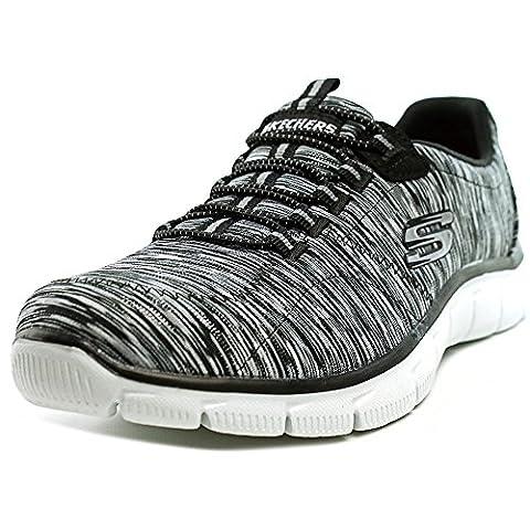 Skechers Jeu de chaussure d�contract�e apaisante sur chaussure de marche, noir / blanc