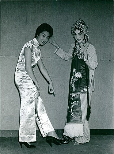 vintage-photo-of-two-females-showing-their-sandals