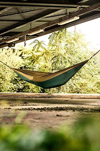 Monkey Swing Hängematte aus Fallschirm Nylon Ultra Light (275 x 140 cm, 180 kg Traglast) im Set mit Haltegut und Karabiner, Outdoor Trekking & Camping Hammock (Grün/Khaki) - 5
